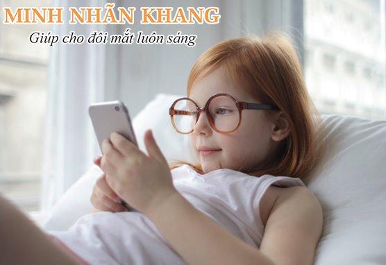 Đục dịch kính ở trẻ em thường do cận thị và dùng thiết bị điện tử nhiều